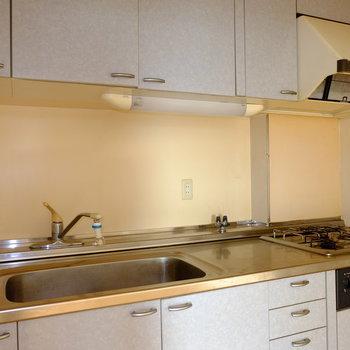 キッチンは調理スペースも広め