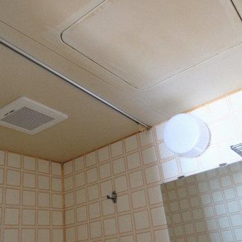 バスルームは防水カーテン準備しましょ♪