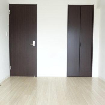 洋室もしっかり明るくて気持ちがいい空間です。