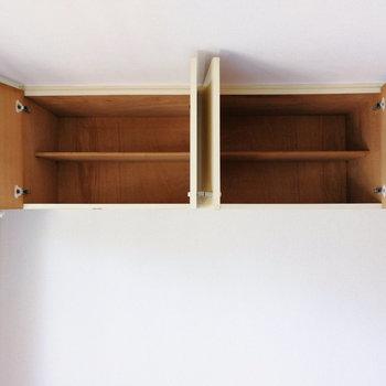 【洋室①】上部収納は全部で4つあります。