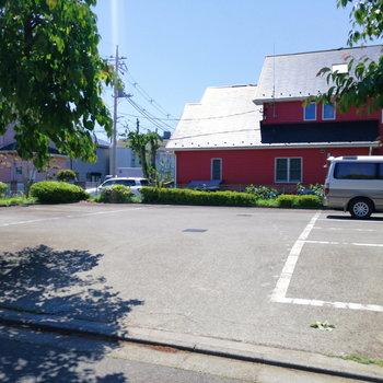 広ーい駐車場もありますよ!
