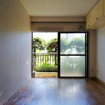 【洋室①】こちらは作業部屋やのんびりルームに良さそうですよ。