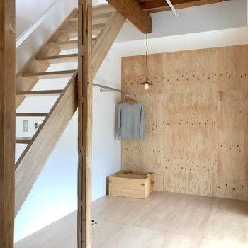階段下には洗濯機置き場です!