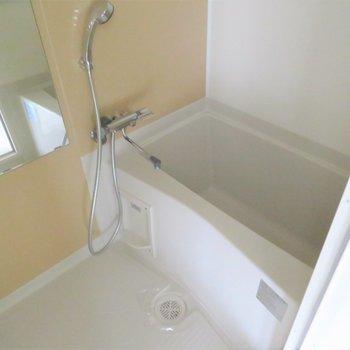 お風呂もとっても綺麗(※写真は7階の同間取り別部屋のものです)