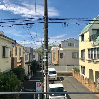 のどかな住宅街です。大きな建物などはありません