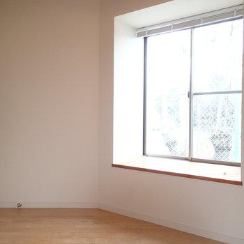 この絶妙な高さの出窓…!※写真は前回募集時のものです