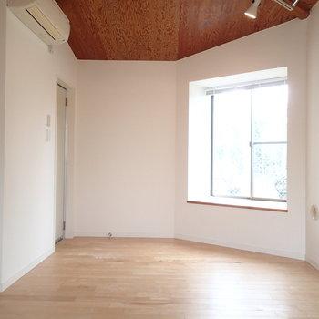 お部屋の壁にも角度があります。※写真は前回募集時のものです