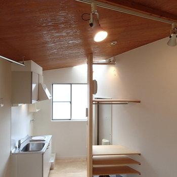 勾配のある天井にはトップライトもありますよ。※写真は前回募集時のものです