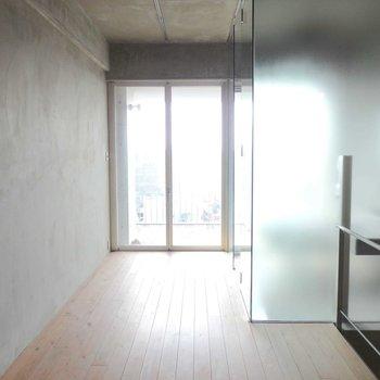 2階も広々とした洋室です!