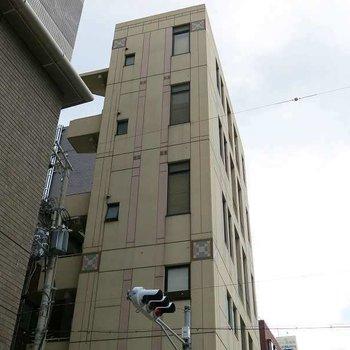 シュッとした建物ですね