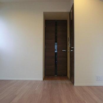 ドアは高級感満載。