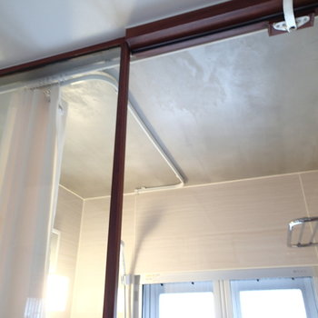 一応カーテンで見えなくできますが、どうせなら開放的に入浴したい!