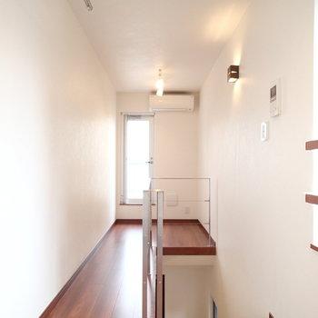 二階はこちら!奥はくつろぎのスペースに。