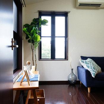 窓が高い位置にあるので、家具の配置も融通ききます!