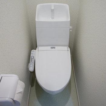 個室のトイレはウォシュレット付き!