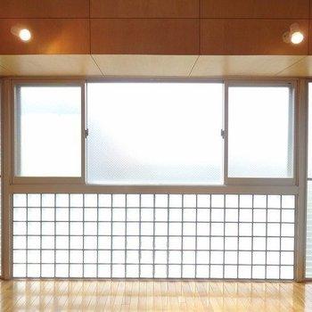 この左右の窓がいい役割をするんです!※写真は別部屋(ロフトはありません)