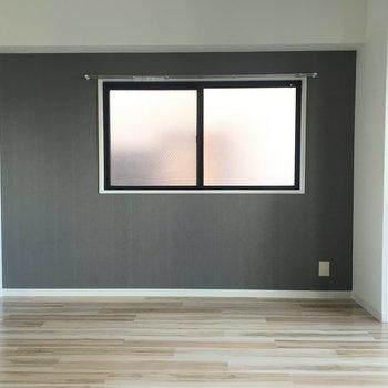 窓があって光が入って◯
