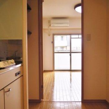 玄関からはこんな感じ ※写真は同間取り別部屋です