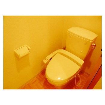 トイレはウォシュレット付きです。 ※写真は同間取り別部屋です