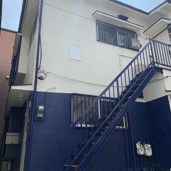 築年数は経っていますが、ブルーの壁が可愛らしい。