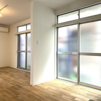 両部屋とも大きな窓がありますよ◎※写真はクリーニング前のものです