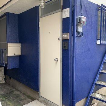 玄関のブルー映えてます◎