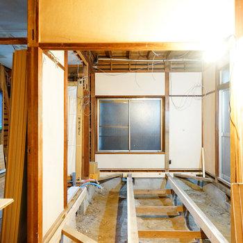 左側がキッチン空間※写真は工事中です