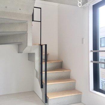 この階段をのぼれば。
