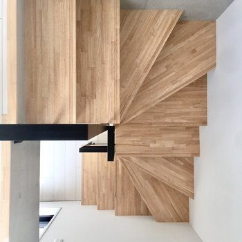 この階段がたまらなくかっこいいのです