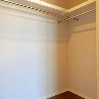 さっきの扉はウォークインでした!広い!
