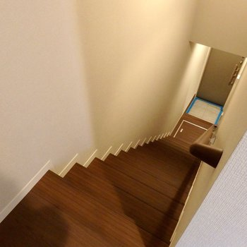 それでは階段を降りまして・・・