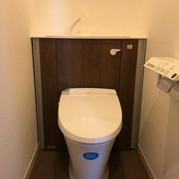 スッキリとした今っぽいトイレ。※写真は同じ間取りの別部屋