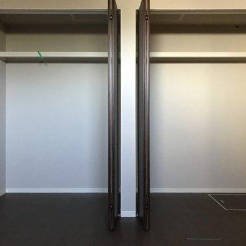 開くと大容量の収納!※写真は同じ間取りの別部屋