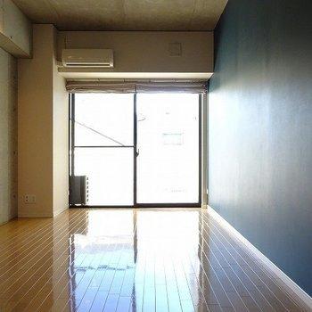 シンプルな1K(※写真は3階の同間取り別部屋のものです)