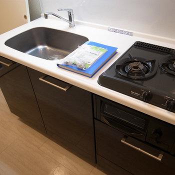 キッチンも設備充分(※写真は3階の同間取り別部屋のものです)