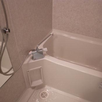 お風呂もきれいです(※写真は3階の同間取り別部屋のものです)