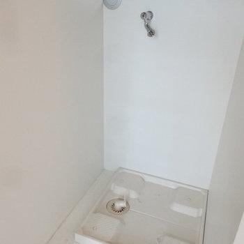 洗濯パンも室内にあります。※写真はクリーニング前です。