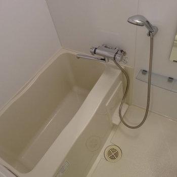 シャワーヘッド大きいやつだ!※写真は1階の反転間取りのものです。