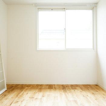 寝室それぞれに窓がしっかり♪※写真は別部屋
