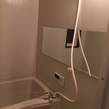 お風呂は長尺の鏡に※写真は別部屋