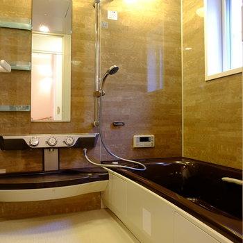 2階にはファミリーサイズのお風呂