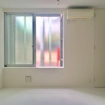 外はすりガラスになってます※写真は別部屋