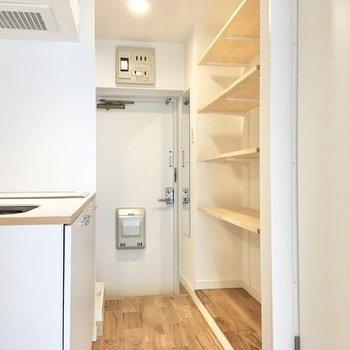 居室からキッチンへ続きます。