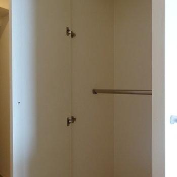 クローゼットも廊下に※写真は13階の同間取り別部屋のものです