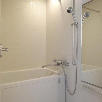 シャワーヘッド可愛い。※写真は13階の同間取り別部屋のものです