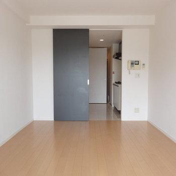 ベランダ側から。※写真は13階の同間取り別部屋のものです