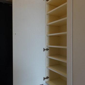 靴箱もたっぷり。※写真は13階の同間取り別部屋のものです