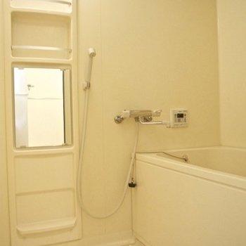 お風呂※写真は別の階のお部屋