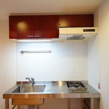 キッチンもステンレスでかっこよくね!※写真は別部屋です