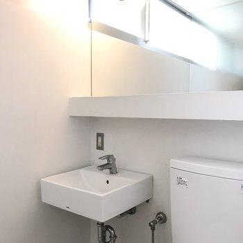 1Fの洗面台。トイレの真横です